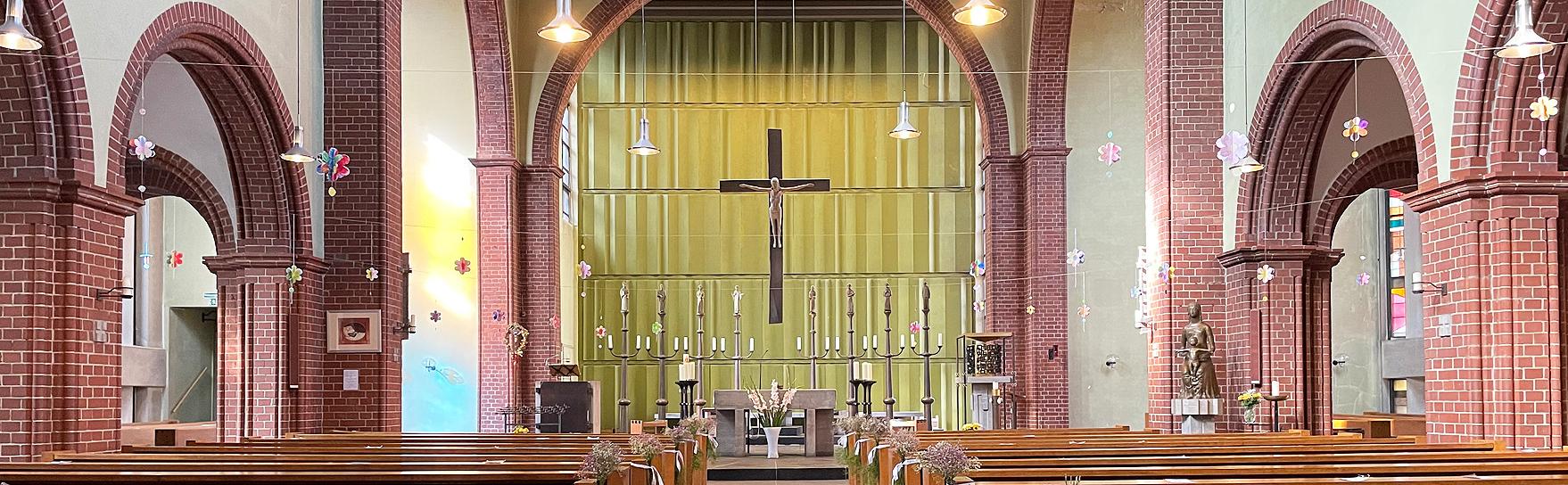 Kircheninnenraum der Pfarrei St. Bonifatius Wilhelmsburg Hamburg