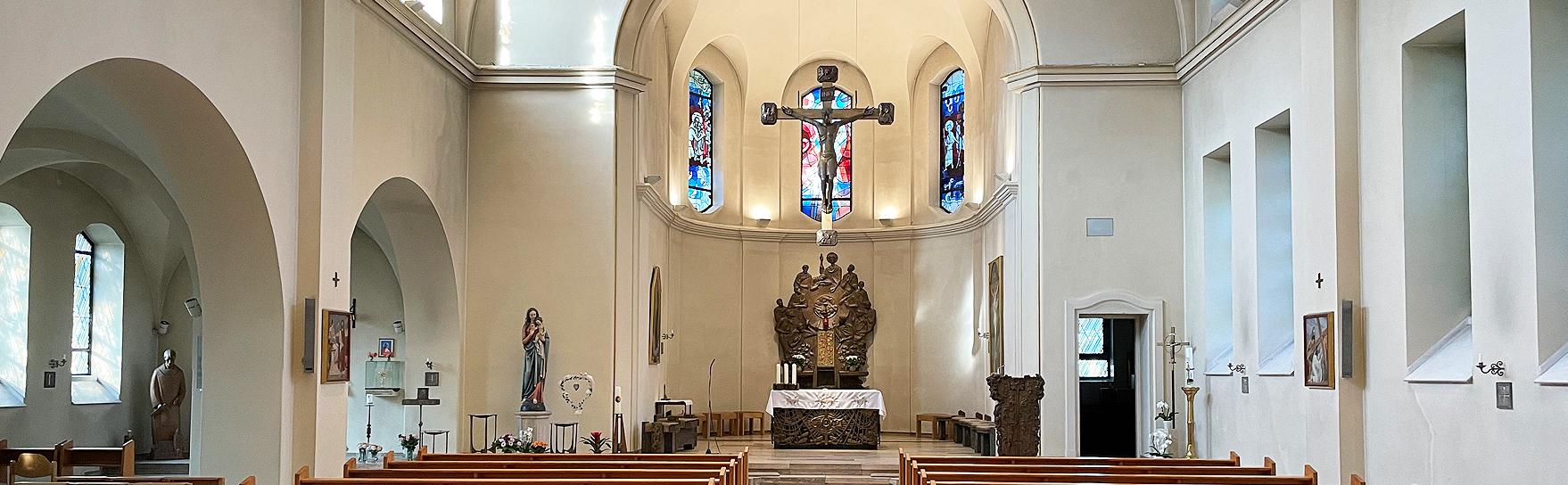 Kircheninnenraum der Pfarrei St. Franz Joseph Hamburg-Harburg