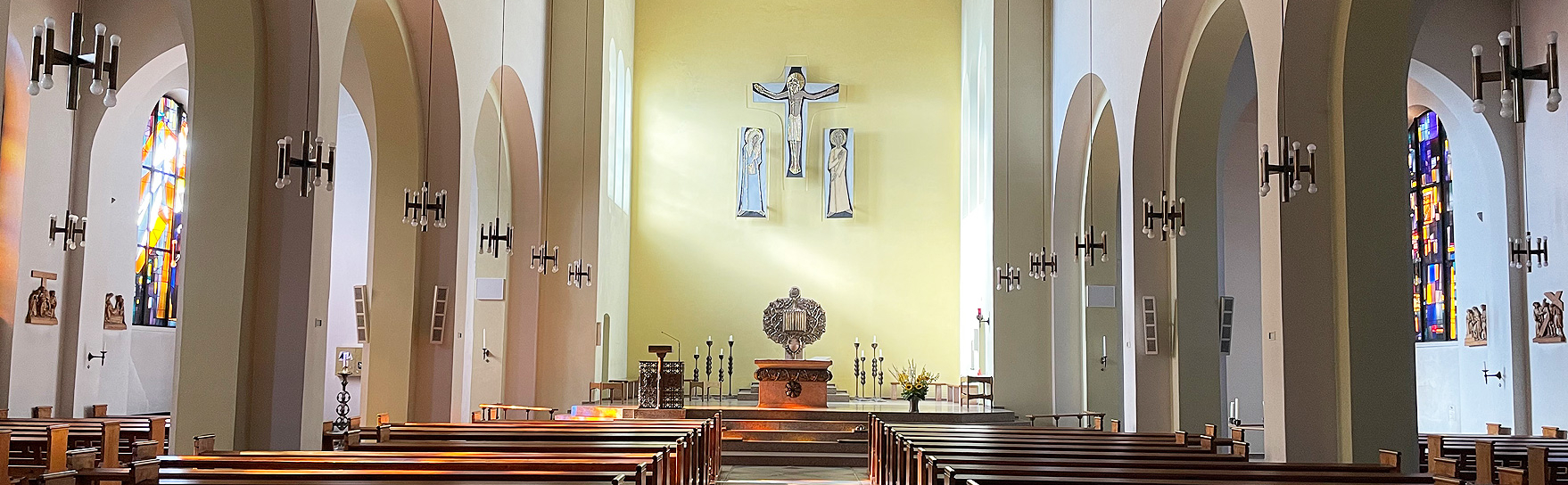 Kircheninnenraum der Pfarrei St. Maria Hamburg-Harburg